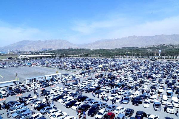 ۳ پارکینگ احتکار خودرو در اراک کشف شد