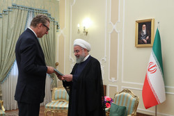Seven ambassadors deliver credentials to Rouhani