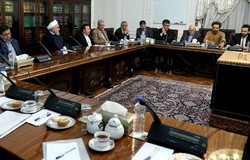 Rouhani hosts meeting with top economists