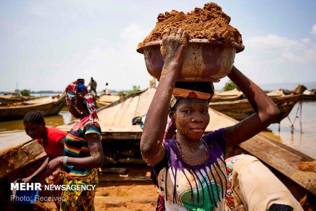 استخراج خاک برای آجرپزی در مالی