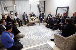 کمالوندی با خانواده شهید «کشاورز حداد» از شهدای سپاه حفاظت دیدار کرد