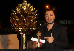 "Navid Mohammadzadeh accepts the award for best actor for his role in Vahid Jalilvand's film ""No Date, No Signature"" at the Slemani International Film Festival in Sulaymaniyah, Iraqi on October 16, 201"