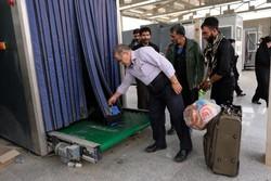 عبور بیش از ۲۶۵۰۰ نفر از مرز مهران/عبور ۱۲۷۰ کامیون مواکب از مرز
