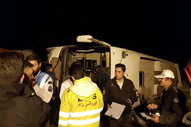 واژگونی اتوبوس در گردنه آهوان دو کشته و ۱۰ مجروح داشت