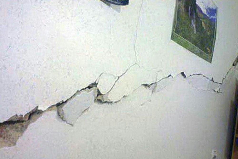 زلزله نهاوند به واحدهای مسکونی خسارت زد+ عکس