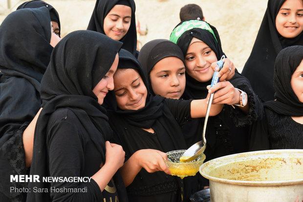 دور النساء والاطفال في إستضافة زوار الاربعين