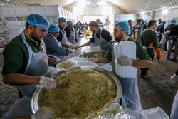 پخت و توزیع ۳۰ هزار وعده غذایی در مرز میرجاوه