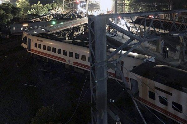 تائیوان میں ٹرین پٹڑی سے اترنے سے 17 مسافر ہلاک