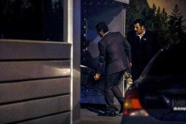 ورود سه صندوق بزرگ سیاه به داخل کنسولگری عربستان در استانبول