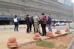 Firari asker AVM'deki çalışanları rehin aldı