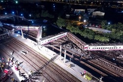 VIDEO: Moment of deadly train derailment in Taiwan