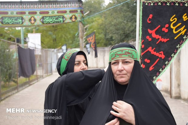 Iranian border guards welcome foreign Arbaeen pilgrims