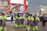 مهندسون واساتذة ايرانيون يتطوعون في تنظيف شوارع كربلاء