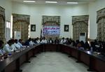 کلنگ زنی یک سالن ورزشی با حضور مسئولان در شهر مهرستان