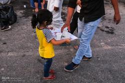 هنرمندان ایرانی در مسیر راهپیمایی اربعین اثر هنری خلق میکنند