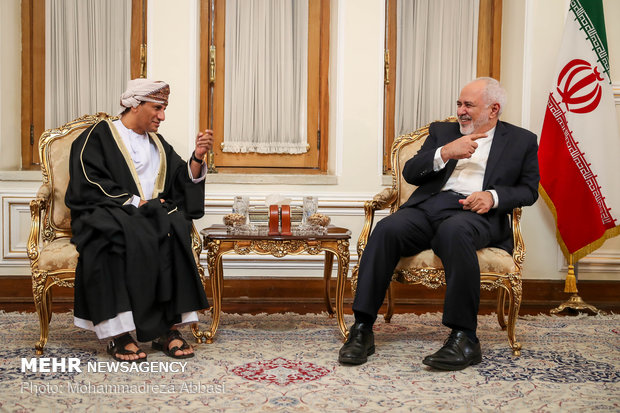 Zarif, Oman's MoFA undersecretary discuss regional issues