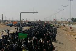 سیل خروشان جمعیت در پل زائر/ موکب های تخریب شده برپا شدند