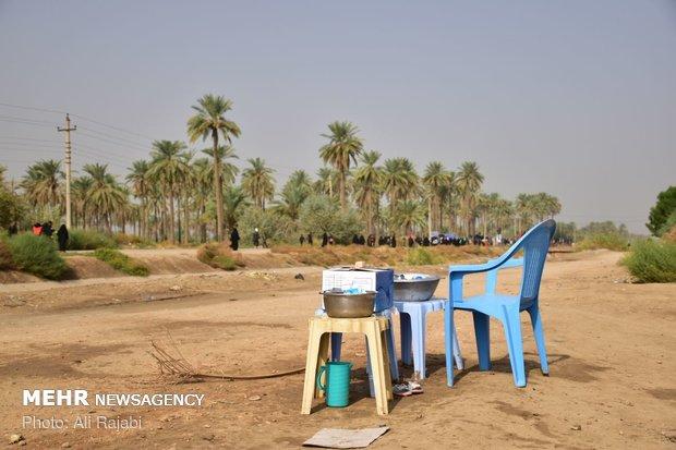Irak halkı Kerbela yolcularını ağırlıyor