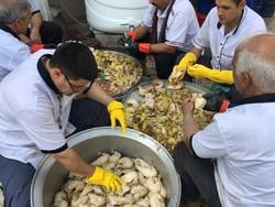 پخت روزانه ۱۲ هزار غذا برای شعیبیه و پلدختر در موکب اربعین آبادان