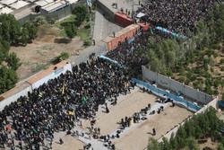 """شاهد تدفق حشود زوار الأربعين من معبر """"مهران"""" نحو كربلاء /فيديو"""