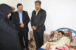 معاون دانشگاه فرهنگیان کشور از معلم فداکار آبپخشی عیادت کرد
