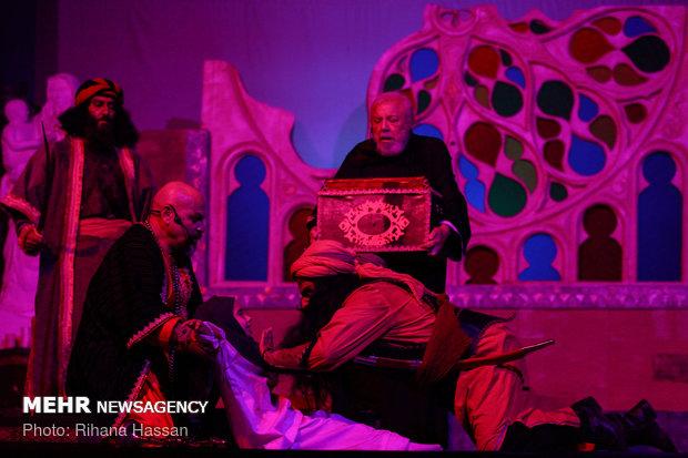نمایش «خورشید از حلب طلوع میکند»