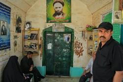 زیارت قبرستان وادی السلام نجف توسط زائران اربعین
