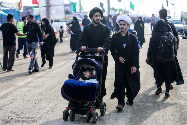 Foreign pilgrims exit Shalamcheh border to attend Arbaeen ceremonies