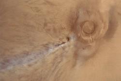 گمانه زنی دانشمندان درباره ابر ۱۵۰۰کیلومتری مریخ