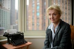 الیزابت استراوت داستان مشهورش را ادامه میدهد/ بازگشت خانم معلم