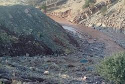 خسارت ۲ میلیاردی سیلاب به خط انتقال آب پلدختر/ آب ۸ روستا قطع است