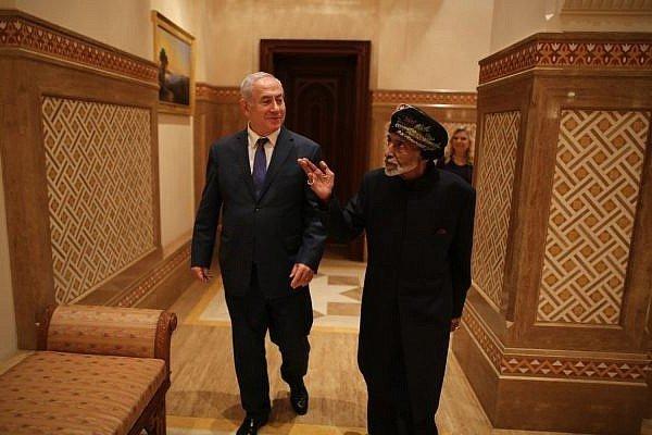 محلل سياسي إيراني يحذر سلطنة عمان من أن تدمر مستقبلها بنسيان تاريخها