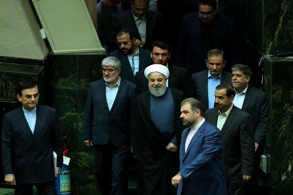 روحاني في مجلس الشورى الاسلامي للدفاع عن أسمائه المقترحة لأربع وزارات