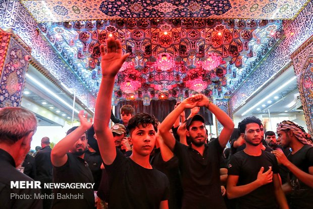 Arbaeen pilgrims in Imam Hussein (AS) shrine in Karbala