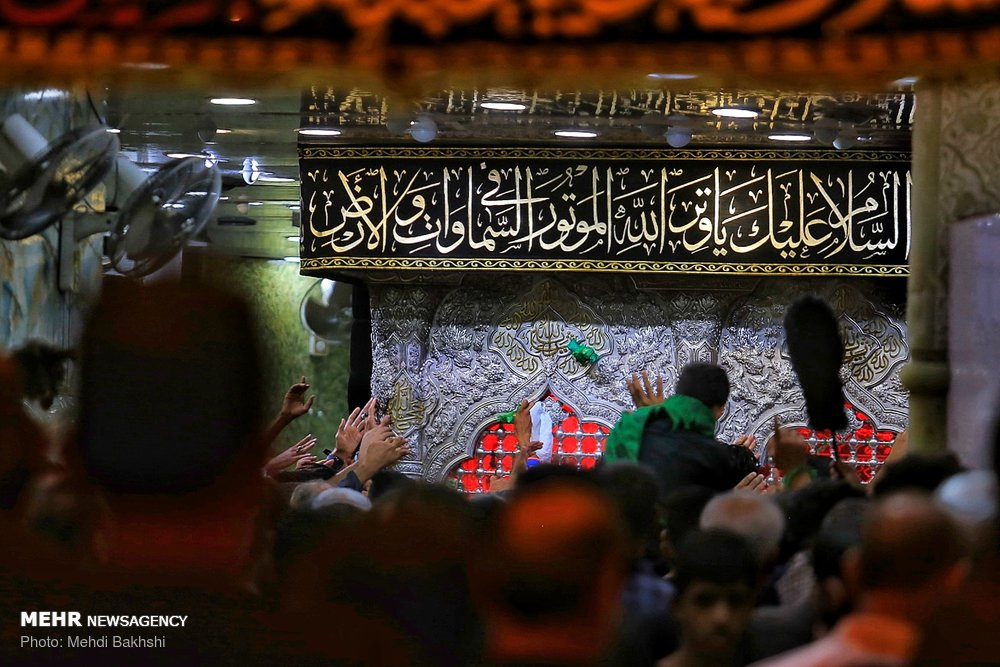 Mehr News Agency - Arbaeen pilgrims in Imam Hussein (AS