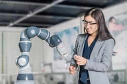 ساخت کارخانه رباتیکی که ربات می سازد!