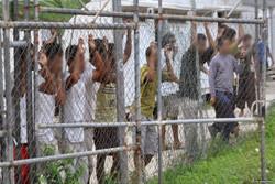 آسٹریلیا میں نوجوانوں نے حراستی مرکز کو جلادیا