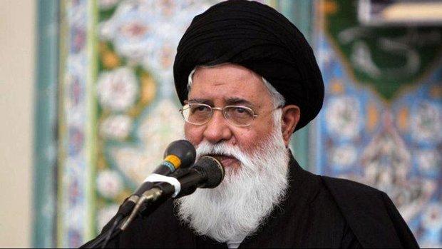 انتقاد از بد حجابی در مراسم هفته دولت/ زندگی مردم سخت شده است