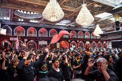 Mourners in holy shrine of Hazrat Abbas (AS)