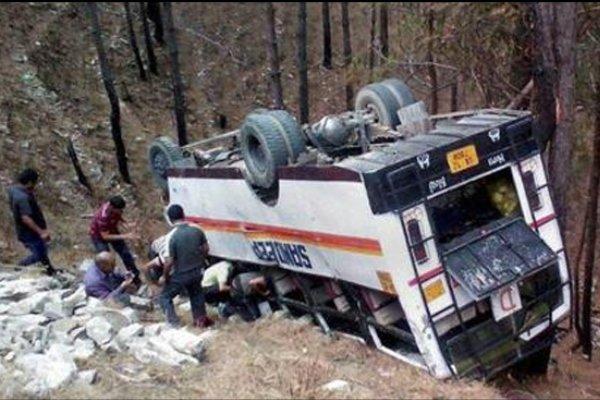راجوری میں مسافر بس کھائی میں گرنے سے 6 افراد ہلاک