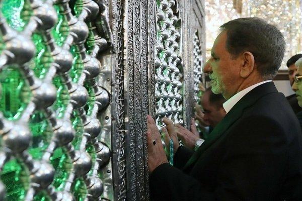 معاون اول رئیسجمهور به زیارت حرم حضرت علی(ع) رفت