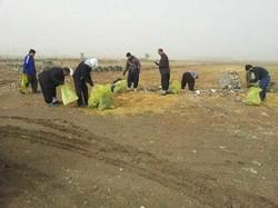پاکسازی مسیر زوار اربعین از زبالهها در اسلام آبادغرب
