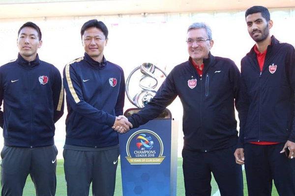 عکس یادگاری برانکو و سرمربی کاشیما با جام قهرمانی آسیا