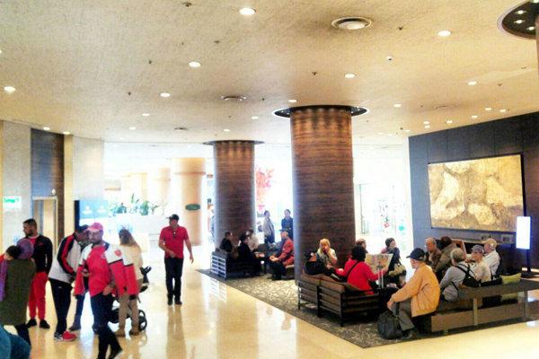حضور ۳۰۰ هوادار در هتل پرسپولیس و توصیه برانکو به بازیکنان تیمش
