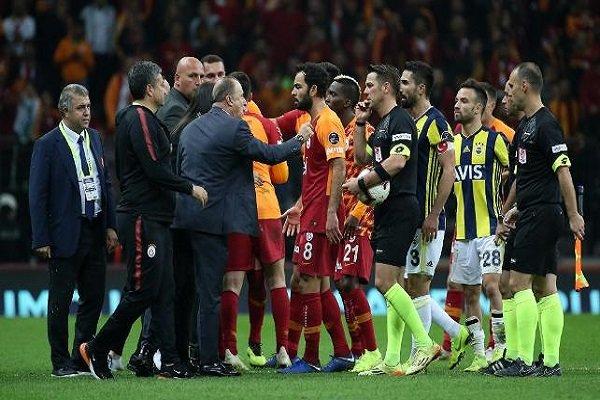 Galatasaray taraftarları o oyuncuları ıslıkladı!