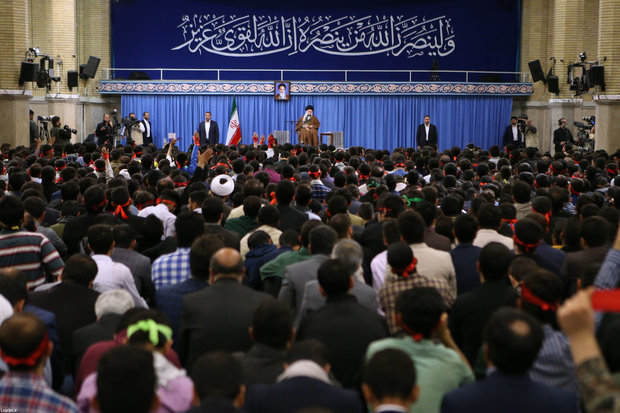 Supreme Leader receives students