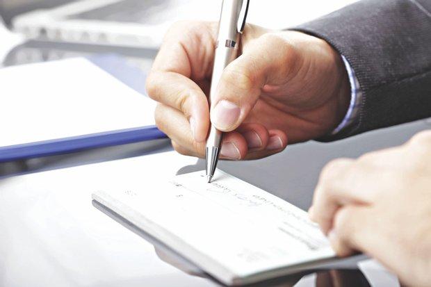 تاخیر ۳ ساله در اجرای قانون چک/ مشکل صدور چک ضمانت جدی است