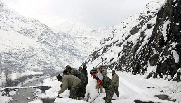 پاکستان میں برفانی تودہ  کے نیچے 4 افراد دب گئے