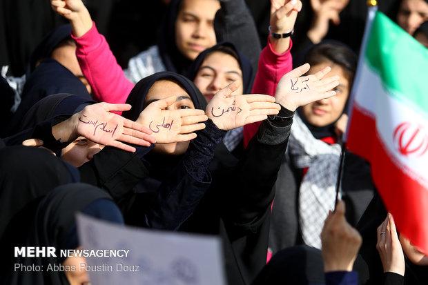 جوانان و نوجوانان برای تحقق گام دوم انقلاب وارد میدان شده اند