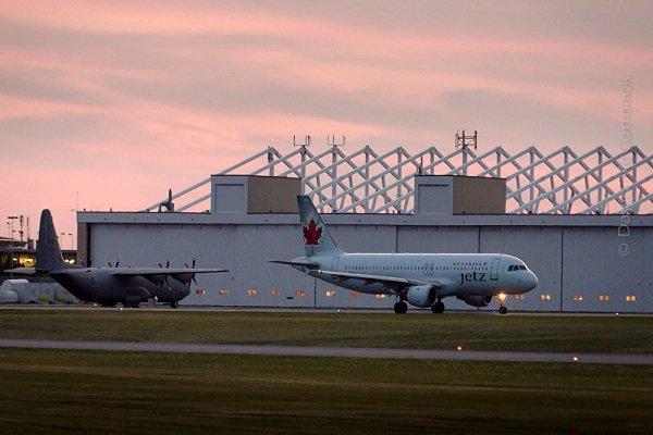 دو هواپیما بر فراز کانادا به هم برخورد کردند